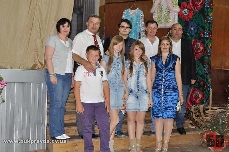 Іван Семенюк з родиною та естрадною зіркою Фуєго