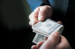 На Буковині викрили поліцейського, який вимагав 350 доларів хабара