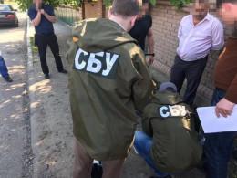 На Буковині суд оштрафував слідчого поліції, якого зловили на хабарі 600 доларів (відео)