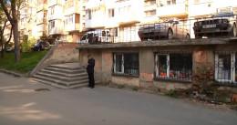 У Чернівцях мешканці Алма-Атинської не хочуть перед вікнами двоповерхового магазину