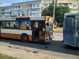 У Чернівцях зіткнулись маршрутка та тролейбус (фото)