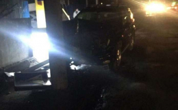 У Чернівцях на Хотинській нетверезий водій в'їхав у електроопору (фото)