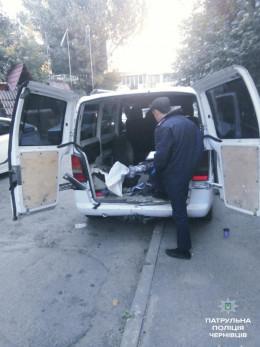 """У Чернівцях затримали злодіїв, які на """"Мерседесі"""" обкрадали підвали (фото)"""