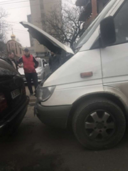 У Чернівцях на Руській сталось ДТП за участю трьох авто (фото)