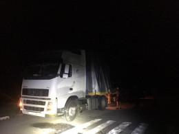 На Буковині поблизу села Розтоки затримали вантажний автомобіль з контрабандними цигарками