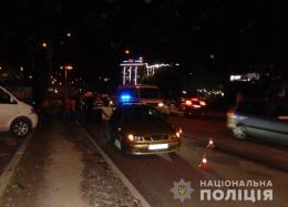 У Чернівцях легковик збив п'яного пішохода, який переходив дорогу за межами «зебри»
