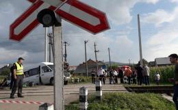 На Буковині через зіткнення мікроавтобуса з потягом п'ятеро осіб досі у реанімації