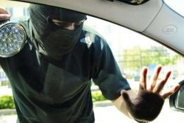 У Чернівцях засудили чоловіка, який намагався обікрасти автівку, де спали діти