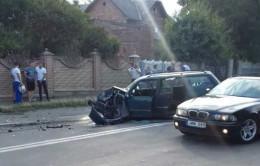 """На Буковині """"Volkswagen"""" на шаленій швидкості врізався у """"Mercedes"""""""