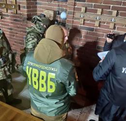 На Буковині чоловік пропонував прикордоннику хабар за переміщення контрабанди до ЄС