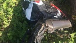 """На Буковині мотоцикл на шаленій швидкості врізався у """"Мерседес"""" (фото)"""