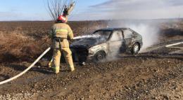 На Буковині посеред вулиці загорівся легковик, водій у лікарні