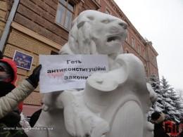 Міліція Буковини заявляє, що мітингувальники уникнуть криміналу якщо звільнять ОДА
