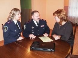 Буковинські правоохоронці з подарунками відвідали дітей в інтернаті (фото)