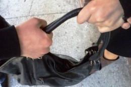 У Чернівцях засудили чоловіка, який хотів пограбувати перехожу на вулиці