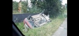 На Буковині автівка з'їхала в кювет та перекинулася на дах (відео)