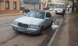 У Чернівцях патрульні зупинили автомобіль з підробленими документам