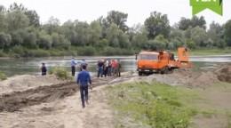 На батьківщині Софії Ротару, у селі Маршинці, КАМАЗами вивозять гравій (відео)