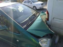 У Чернівцях на Галицькому шляху зіткнулися два автомобілі (фото)