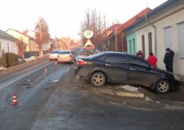 """На Буковині зіткнулись """"Volkswagen"""" з """"Geely"""", автомобіль викинуло за межі дороги (фото)"""