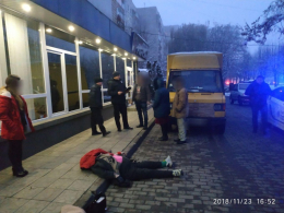 У Чернівцях на Героїв Майдану вантажівка збила на смерть пішохода (фото)