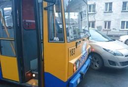 Водій легковика під час обгону підрізав тролейбус
