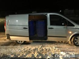 На Буковині затримали водія, який без документів перевозив масштабну партію спирту