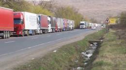 На Буковині на кордоні з Румунією черга зі 180 вантажівок