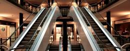 У Чернвцях дворічна дівчинка впала з ескалатора у торговому центрі