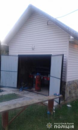 На Буковині у гаражі знайшли тіло 54-річного чоловіка з раною голови