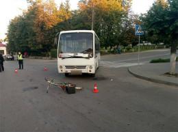 У Чернівцях автобус збив велосипедиста