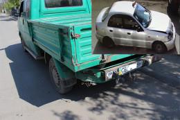 На Буковині таксист пошкодив припарковане авто та втік з місця ДТП
