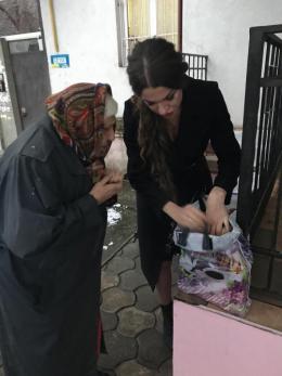 У Чернівцях благодійники збирають продукти для самотньої бабусі (фото)