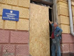 Міністр Бурбак оплатив реставрацію дверей у Чернівецькій ОДА