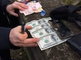 На Буковині інспектора прикордонної служби затримали на хабарі