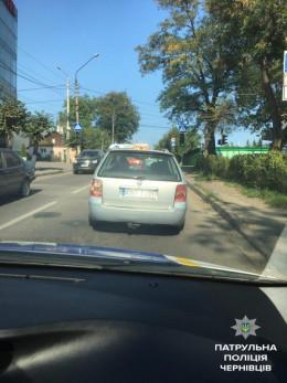 У Чернівцях поліція затримала таксиста на «євробляхах»