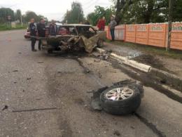 Неподалік Чернівців зіткнулися два легковики, є постраждалі (фото)