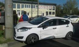 Авто з двома дівчатами врізалося у стовп в Чернівцях