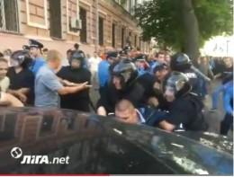 Молодики до крові побили журналістів, міліція не втручалася (фото+відео)