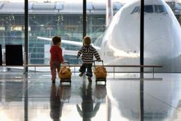 В аеропорту «Чернівці» жінка намагалась незаконно вивезти дитину до Італії