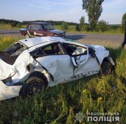 """На Буковині """"Renault"""" злетіло в кювет та перекинулося (фото)"""