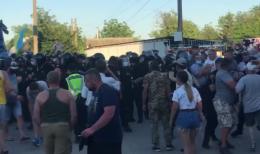Поліція відтіснила учасників перекриття траси у Хотині