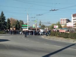 Чернівчани блокували рух на кільці проспекту Незалежності
