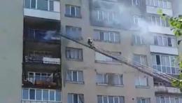 У Новодністровську рятувальники погасили пожежу на балконі житлового будинку
