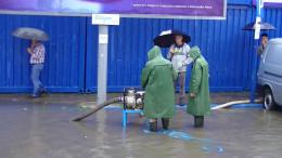 """У Чернівцях на """"Калинці"""" через зливу помпами відкачували воду (фото)"""