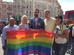 Міську раду у Чернівцях закликали скасувати скандальне рішення щодо заборони заходів ЛГБТ
