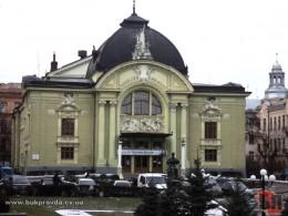 Чернівецький театр не мав отримати спонсорські кошти Фірташа на свої рахунки
