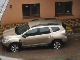 У Чернівцях невідомі під ОДА спустили колеса авто знімальної групи місцевого телеканалу