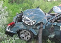 """У Чернівцях на Заставнянській """"Хонда"""" в'їхала у припаркований """"Фольксваген"""", постраждав 18-річний хлопець"""