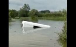 Неподалік Чернівців «Спринтер» заїхав у воду і втопився (відео)